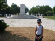 108-0834_IMG ...Schuldenburgdenkmal in Kerkyra