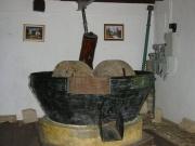 108-0863_IMG ...Öliven-Öl Mühle im Kloster...