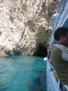 """113-1356 IMG...Besichtigung einer """"Blauen Höhle"""" vom Ausflugsschiff aus..."""
