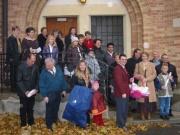 110-1021x_img ... Gruppenfoto vor der Kirche/Kapelle